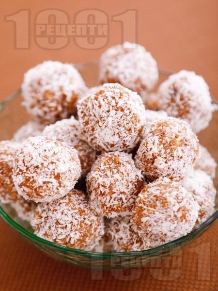 Бонбони от сушени плодове - снимка на рецептата